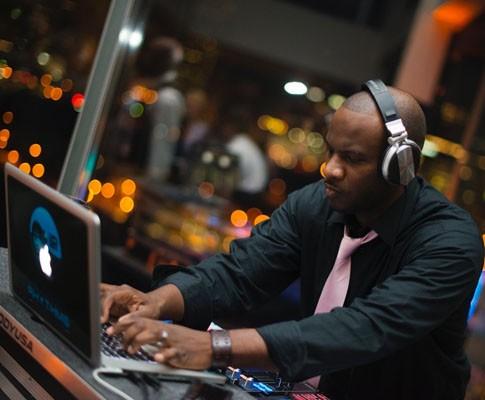 DJ Binnie Davis